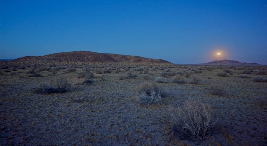 Mojave High Desert Off-Grid Campsite - Mojave