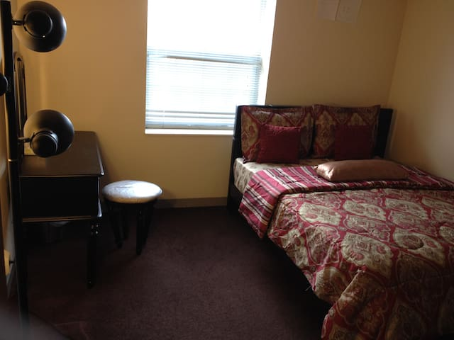 Private Room Downtown Cleveland with Queen Bed - Cleveland - Apartemen