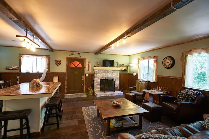 Family Woodland Lodge - Crestline - Mökki
