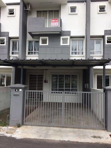 Very Spacious 2-Floor Family House - Perak - Σπίτι