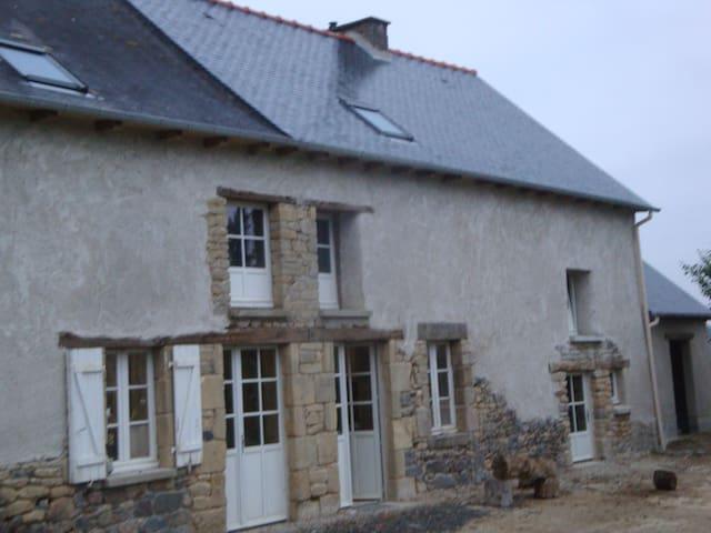 Chambre Bleue dans maison de caractère au calme - Saint-Thual - Casa