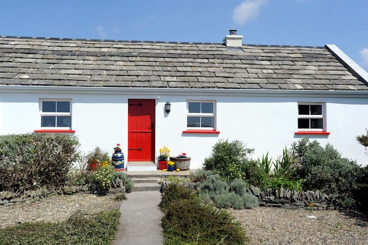 The Red Stonecutters Cottage - Doolin