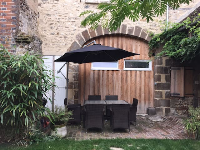 Town house with court yard in Saint Fargeau - Saint-Fargeau