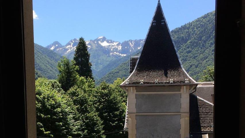 Bel appartement T2 avec balcon et vue sur Pyrénées - Bagnères-de-Luchon