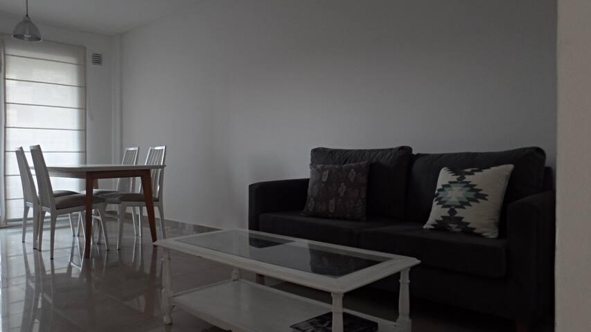 Luminoso y funcional departamento con parrilla - Lomas de Zamora - Квартира