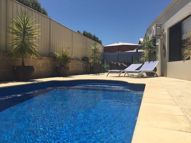 Spacious 3 Bed. Wifi, Private Pool, Quiet Suburb. - Perth