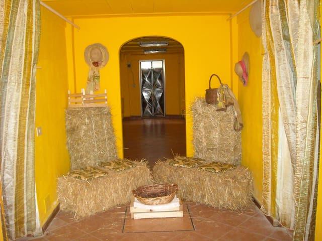 ANTICA PORCILAIA - Parasacco di Zerbolo' ( Pavia) - Wohnung