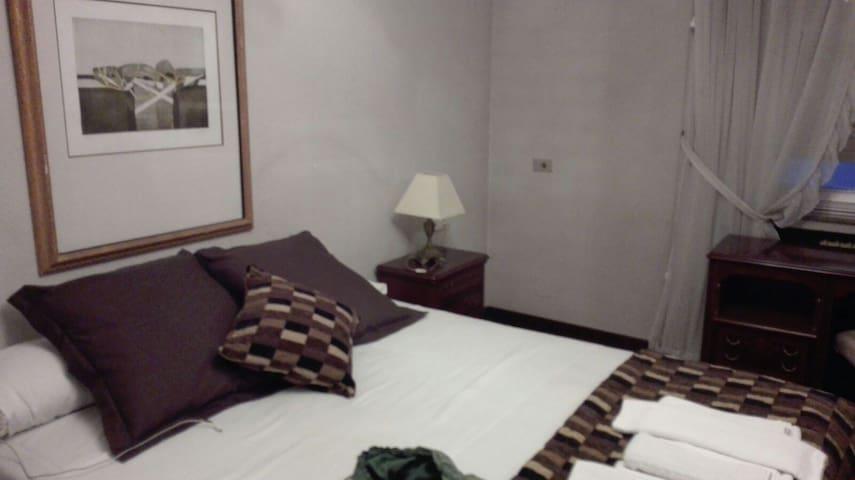 Dormitorio doble en pleno centro de León - León