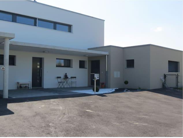 Appartement moderne dans maison (entrée séparée) - Domdidier - Departamento