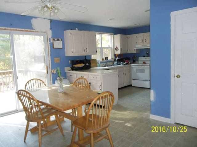 Country Charm Colonial 5 mins to Plymouth, MA - Carver - Aarde Huis