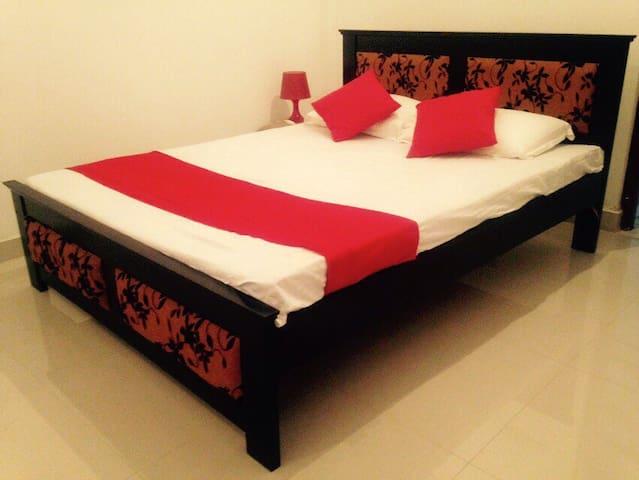 Beautiful Ensuite Private Room - Boralesgamuwa - Pousada