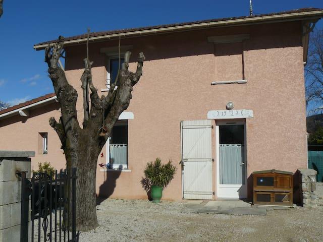 Jolie petite maison individuelle:) - Le Versoud - Casa