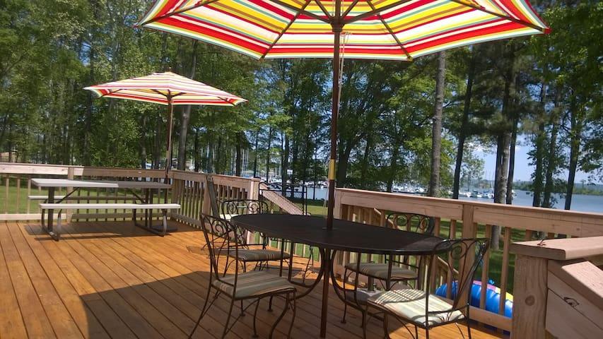 Lakefront getaway - Guntersville - Huis
