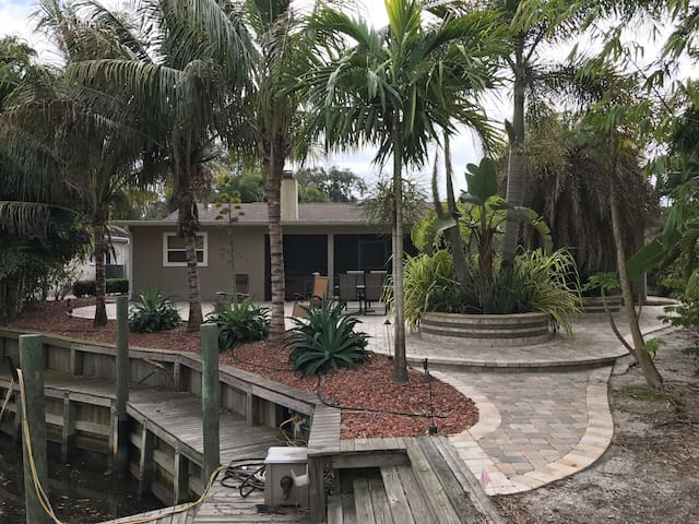 Private Water Frontage, Theater, Patio, Hot Tub - Bradenton