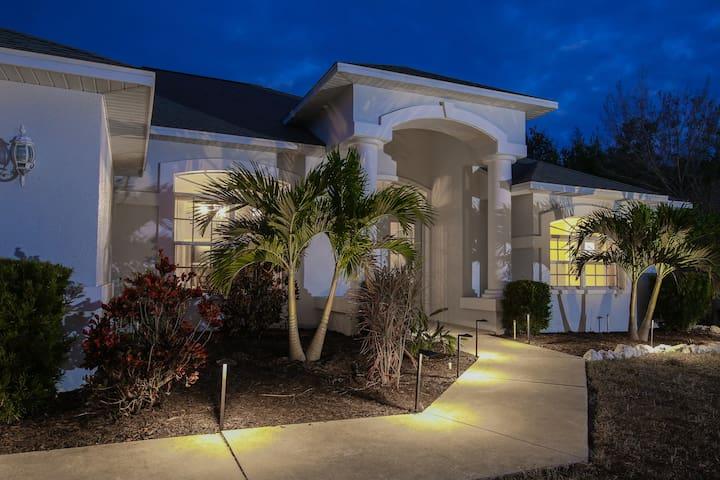 Lovely home & pool-walk to Manasota beach! - Englewood