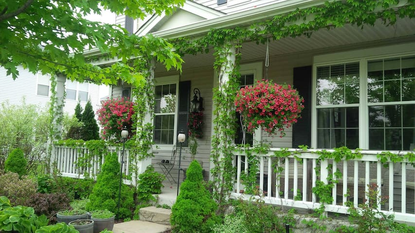 FRIENDLY and COMFORTABLE - Bolingbrook - Huis