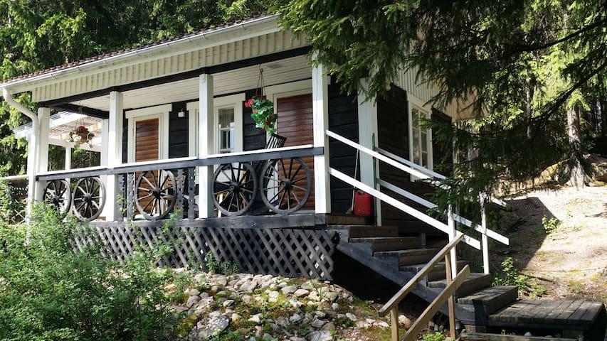 Cozy log cottage by lake with a separate sauna - Orimattila - Houten huisje