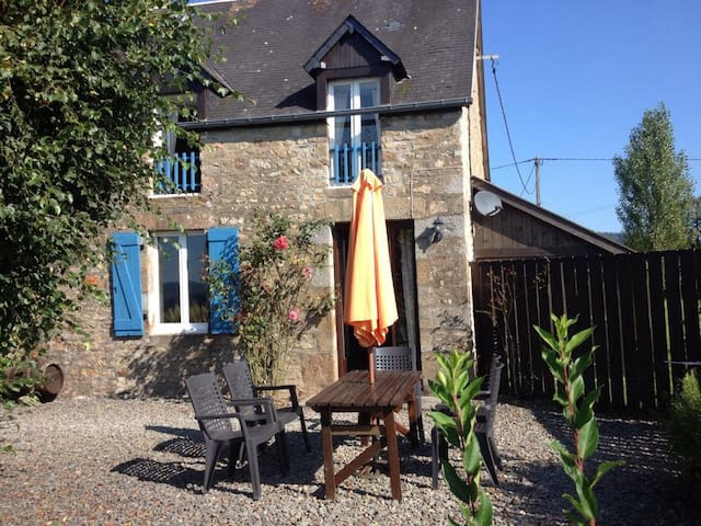 Stone House-Heated Swimming Pool, Country setting - Le Mesnil-Gilbert - Maison
