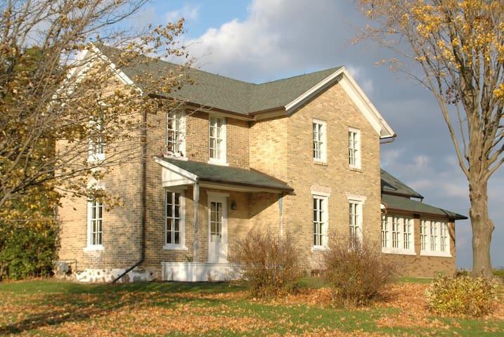 Aztalan Fields Guest House - Jefferson - Rumah