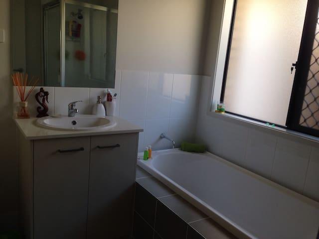 Comfortable, clean and convenient - Birkdale - Casa