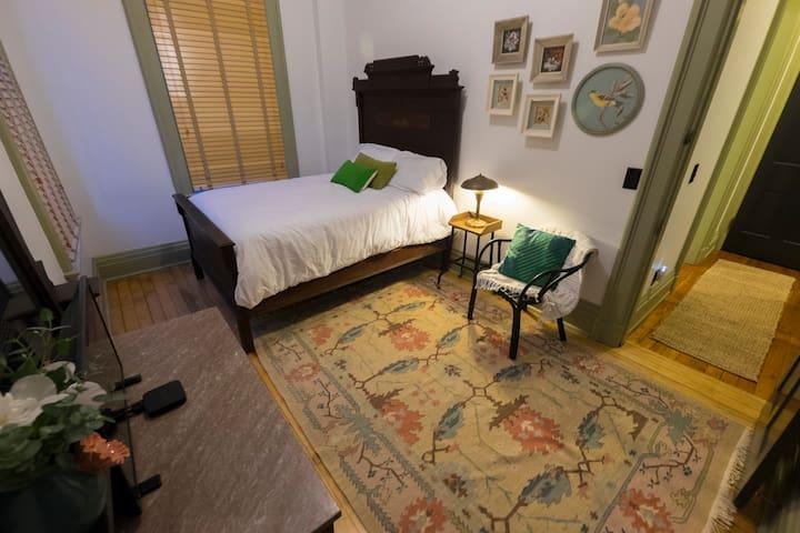 Historic Luxe Private Wing in OTR: Newly Renovated - Cincinnati - Lägenhet