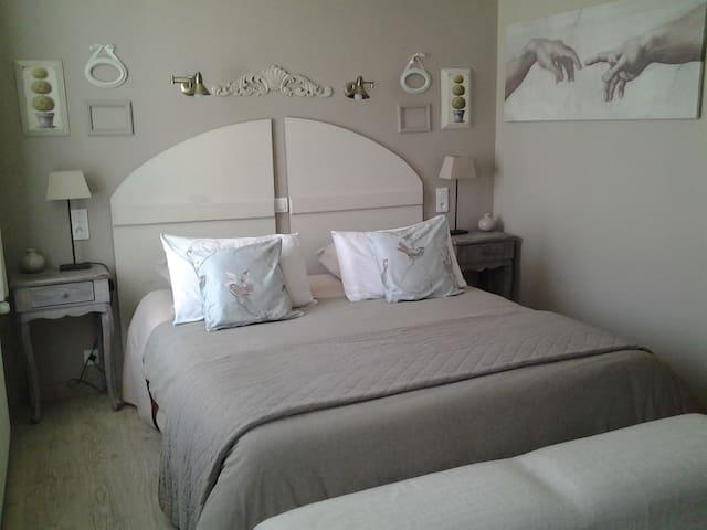 """Les Chambres du Confiturier """"Les Buis"""" - Lalandelle - Bed & Breakfast"""