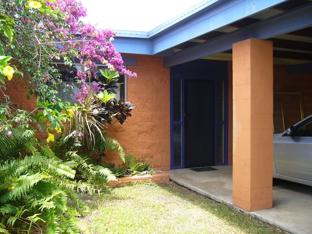 Large comfortable home available for your family - Hervey Bay - Casa