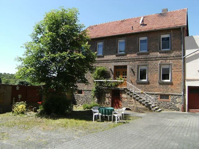 Spacious home in German countryside - Kirtorf - Dom
