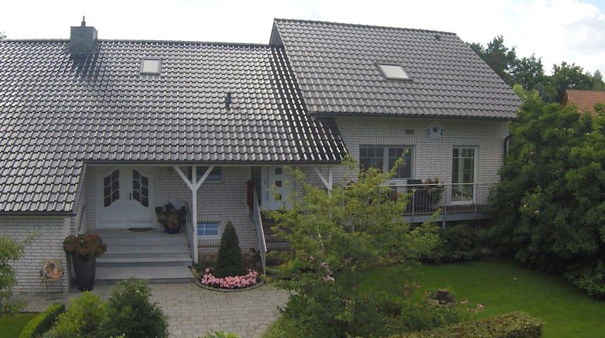 """Ferienwohnung """"Sonnengarten"""" in Tüschau-Saggrian - Küsten - Appartement"""