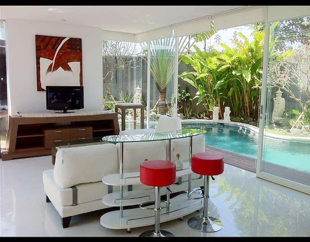 Casa Aquarelle, 2Br+Pool, Sunset Rd - Kuta - Villa