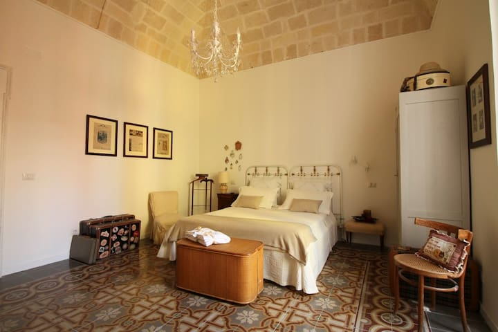 "Camera ""Le Valigie"" - B&B ""Il Melograno"" Taranto - Taranto - Bed & Breakfast"