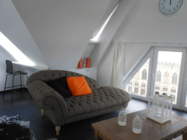 Penthouse with a view on the square of Ypres - Ypres - Loft