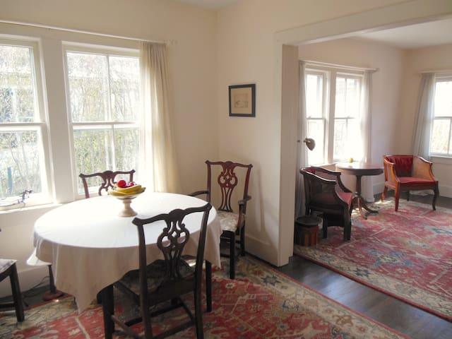 East Hampton Village Cottage 2 bedroom Walk To All - East Hampton - Haus