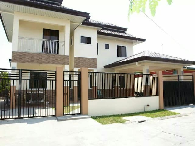 5 bedroom family house - Angeles - Dom