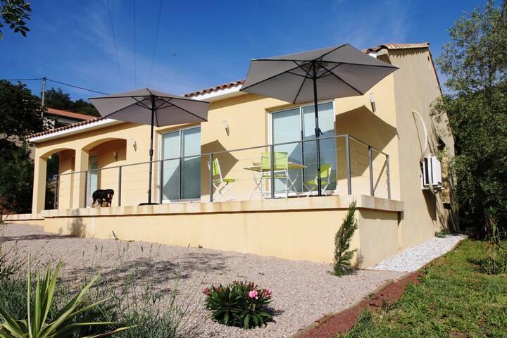 Calm 125 m² villa - Mons - Hus