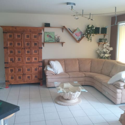 Room in spacy, luxuary apt with balkon - Gistel - Leilighet