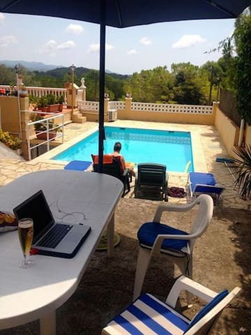 cozy little house with pool close to Sitges - Can Trabal