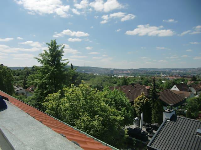 Nice area, close to city center - Stuttgart - Huis