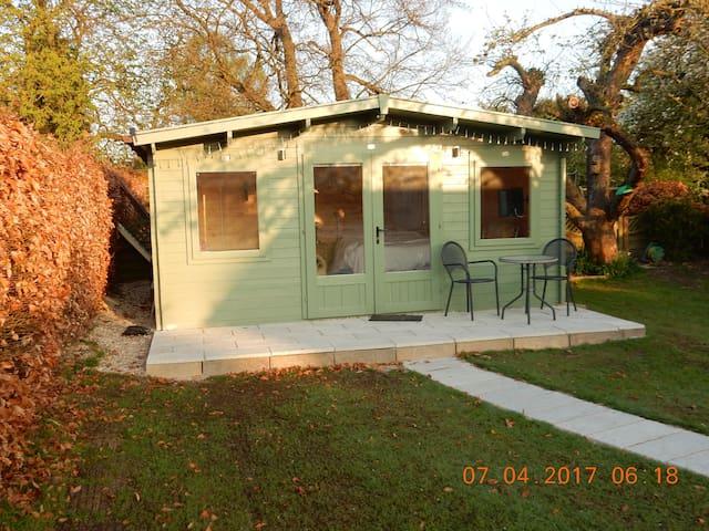 Comfortable cabin in our quiet garden - Didcot - Blockhütte
