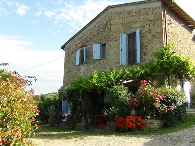 A picturesque, stone farmhouse with - Chianni