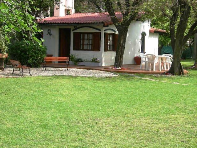 Casa Quinta en Parque Leloir 5amb - Udaondo - Huis