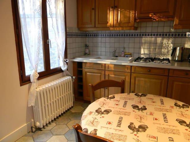 Appartement dans maison avec balcon et jardin - Besançon - Lägenhet