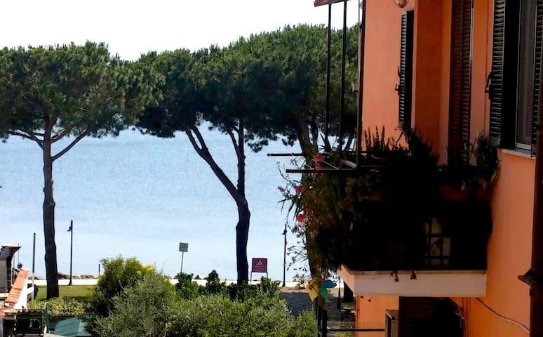 Camera matrim/singola a 100mt lago - Trevignano Romano