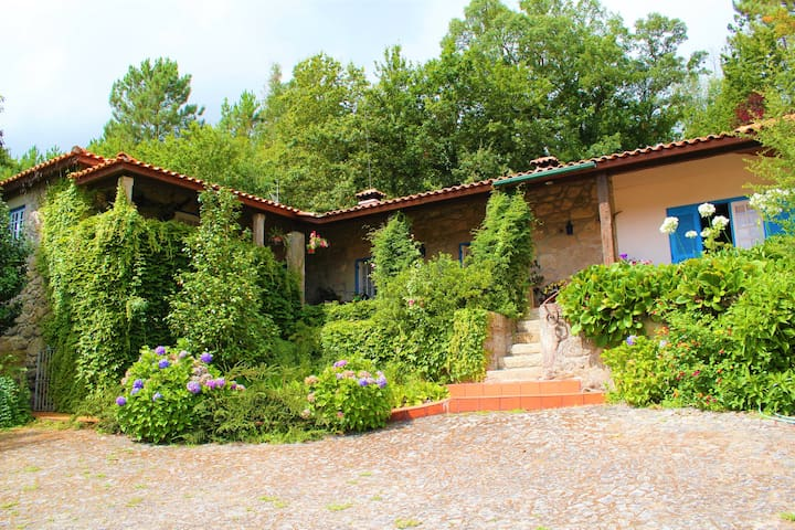 The Stone House - Rural and Touring Vacations - Calvelo - Hus
