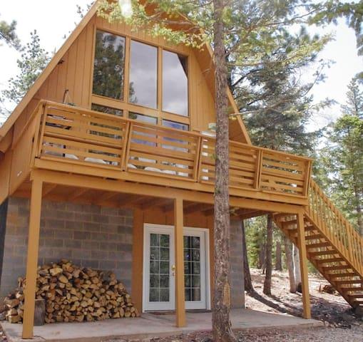 Cozy Cabin, 3 bedrooms close to Zion, Bryce - Duck Creek Village - Stuga