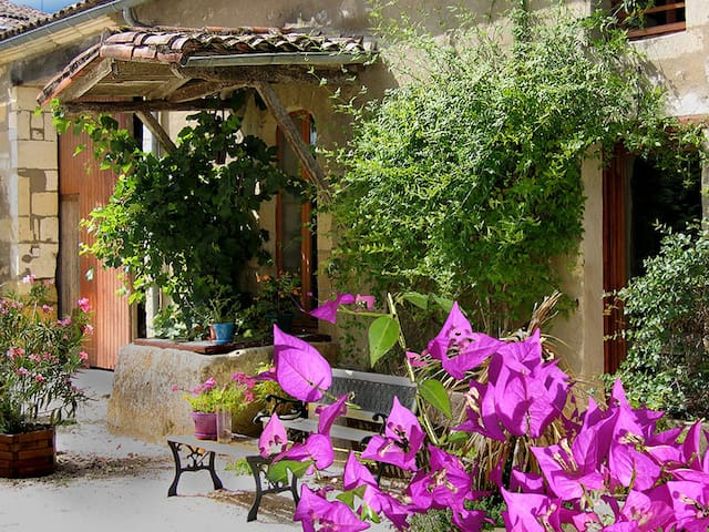 The Source - with swimming pool nr superb beaches - Gémozac - Huis