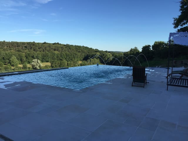 Large property+infinity pool,ideal for large group - Rougnac - Huis