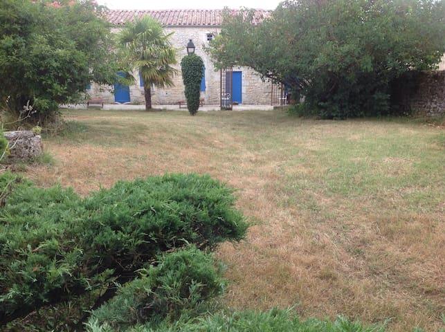 Ferme très ancienne typique région - Sainte-Gemme