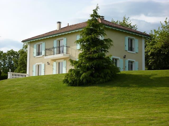 chambre dans maison à la campagne - Montseveroux