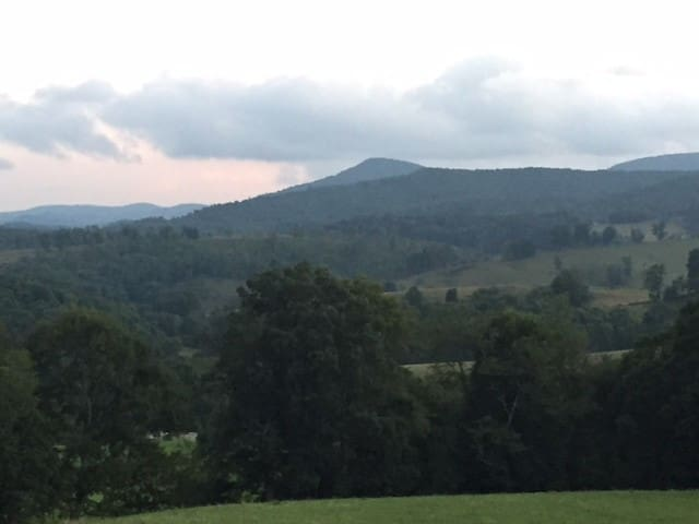 Peaceful retreat in mountain landscape - Boone